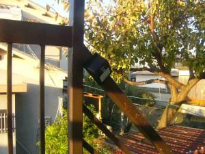 人感センサー ソーラーウォールライト 外階段に取付