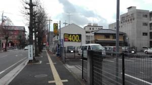 天理駅近くの終日400円コインパーキング道路西側